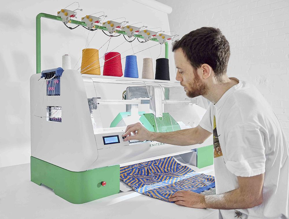 macchina-digitale-crea-abiti-kniterate-gerard-rubio-2