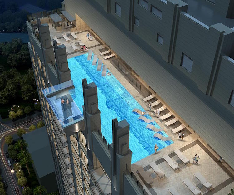 Una piscina di vetro sospesa al 40 piano sopra una strada - Piscina di brembate sopra ...