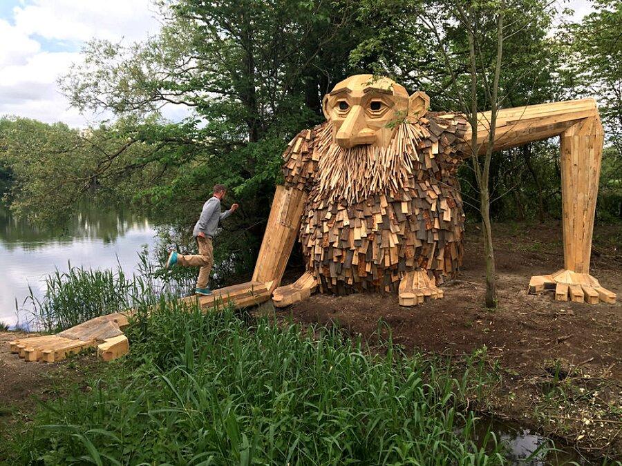 sculture-legno-riciclato-giganti-thomas-dambo-copenaghen-01