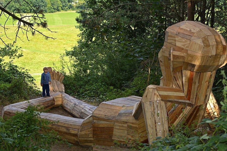 sculture-legno-riciclato-giganti-thomas-dambo-copenaghen-02
