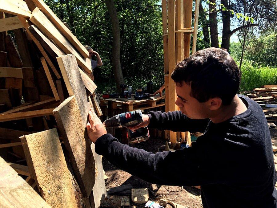 sculture-legno-riciclato-giganti-thomas-dambo-copenaghen-04