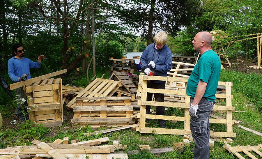 sculture-legno-riciclato-giganti-thomas-dambo-copenaghen-08