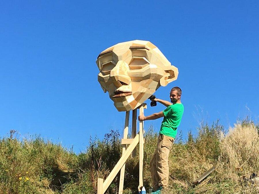 sculture-legno-riciclato-giganti-thomas-dambo-copenaghen-09
