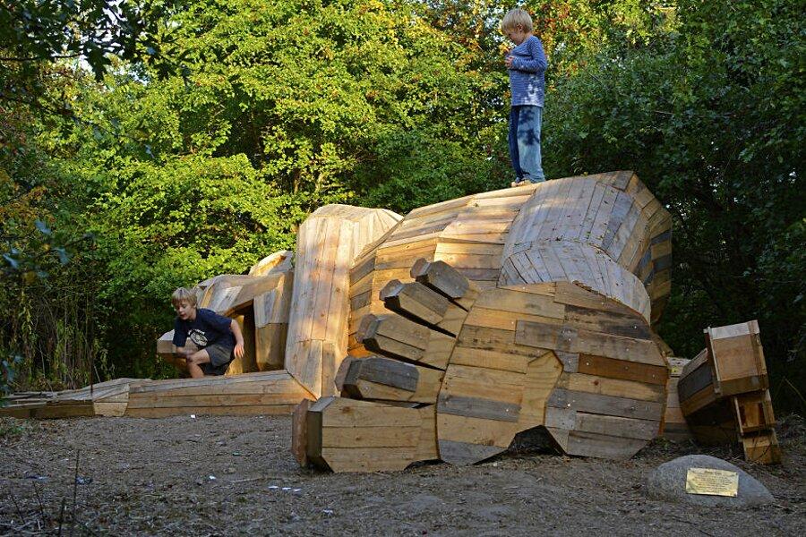 sculture-legno-riciclato-giganti-thomas-dambo-copenaghen-10