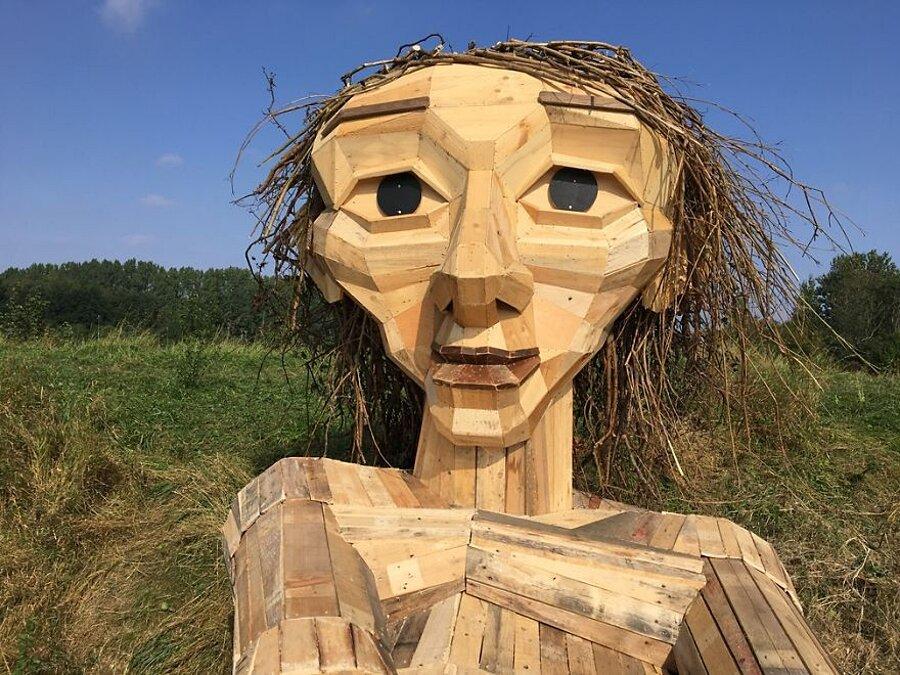 sculture-legno-riciclato-giganti-thomas-dambo-copenaghen-12