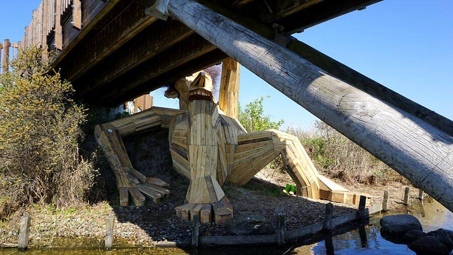 sculture-legno-riciclato-giganti-thomas-dambo-copenaghen-13
