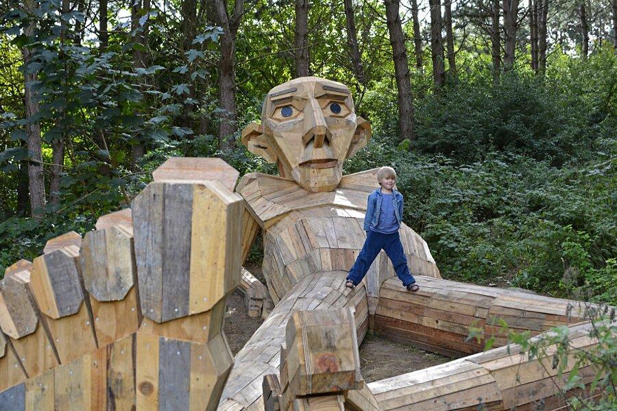 sculture-legno-riciclato-giganti-thomas-dambo-copenaghen-14