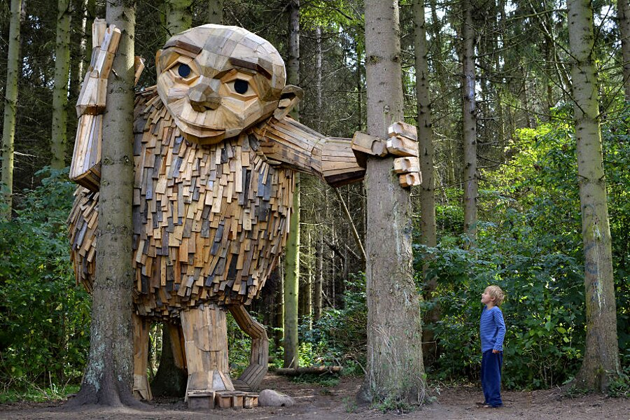 sculture-legno-riciclato-giganti-thomas-dambo-copenaghen-18
