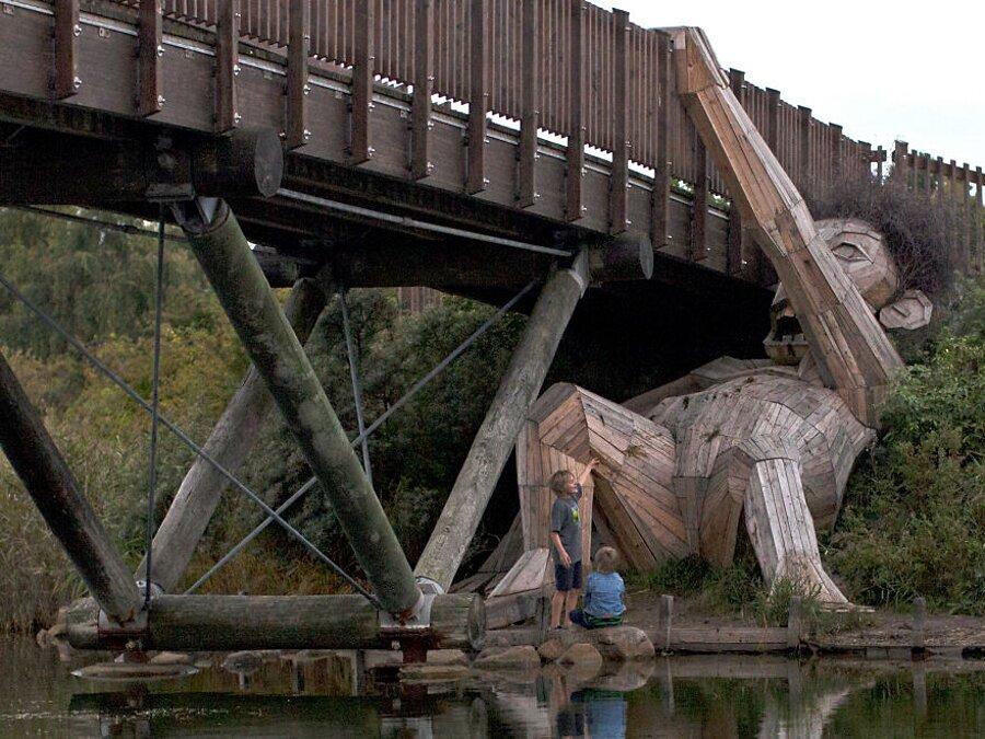 sculture-legno-riciclato-giganti-thomas-dambo-copenaghen-19