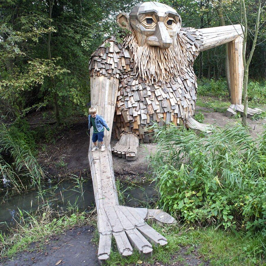 sculture-legno-riciclato-giganti-thomas-dambo-copenaghen-20