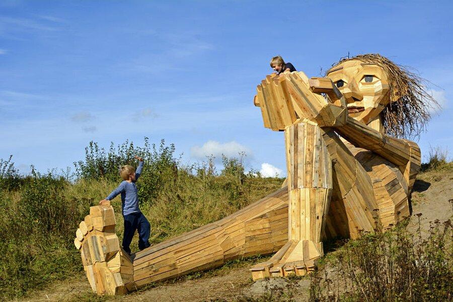 sculture-legno-riciclato-giganti-thomas-dambo-copenaghen-21