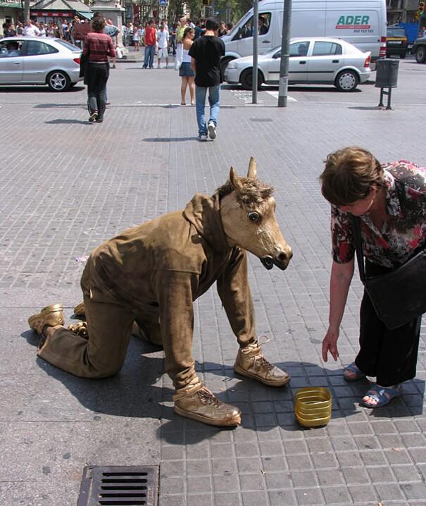 sculture-street-art-installazioni-mark-jenkins-04