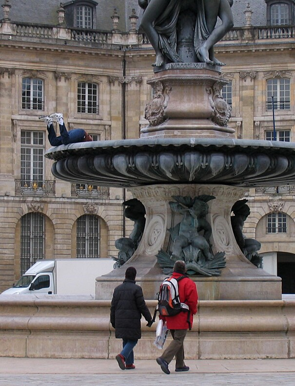 sculture-street-art-installazioni-mark-jenkins-07