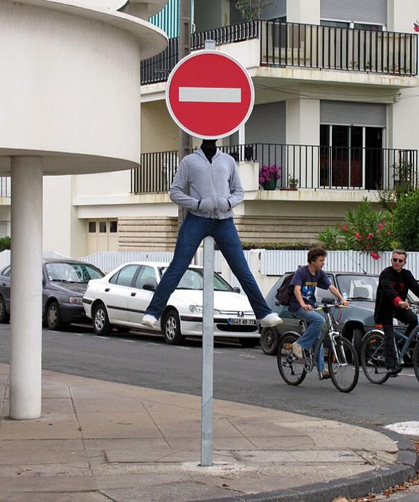 sculture-street-art-installazioni-mark-jenkins-08