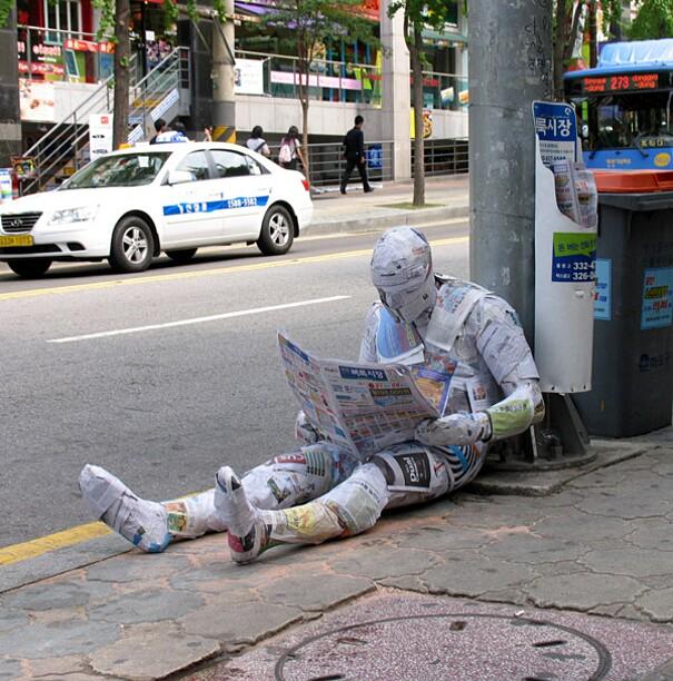 sculture-street-art-installazioni-mark-jenkins-09