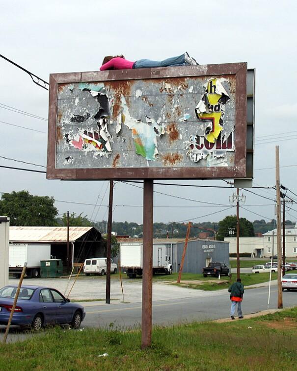 sculture-street-art-installazioni-mark-jenkins-10
