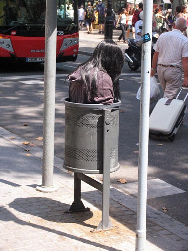 sculture-street-art-installazioni-mark-jenkins-14