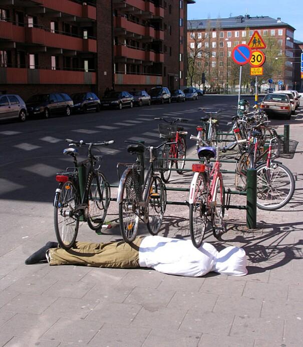 sculture-street-art-installazioni-mark-jenkins-15
