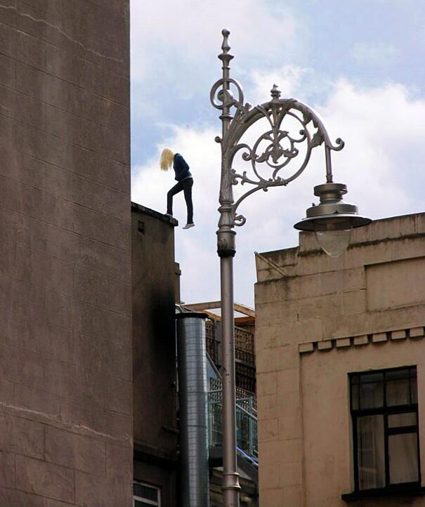 sculture-street-art-installazioni-mark-jenkins-16