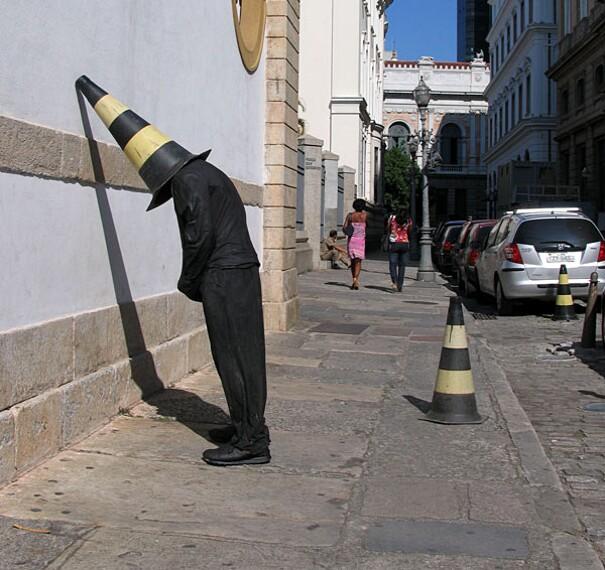 sculture-street-art-installazioni-mark-jenkins-17