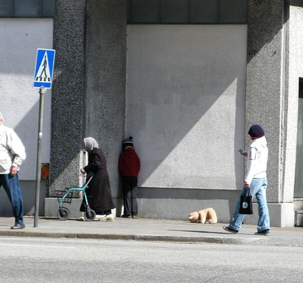 sculture-street-art-installazioni-mark-jenkins-23