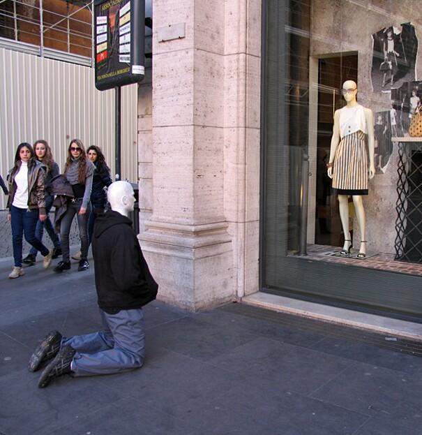 sculture-street-art-installazioni-mark-jenkins-24