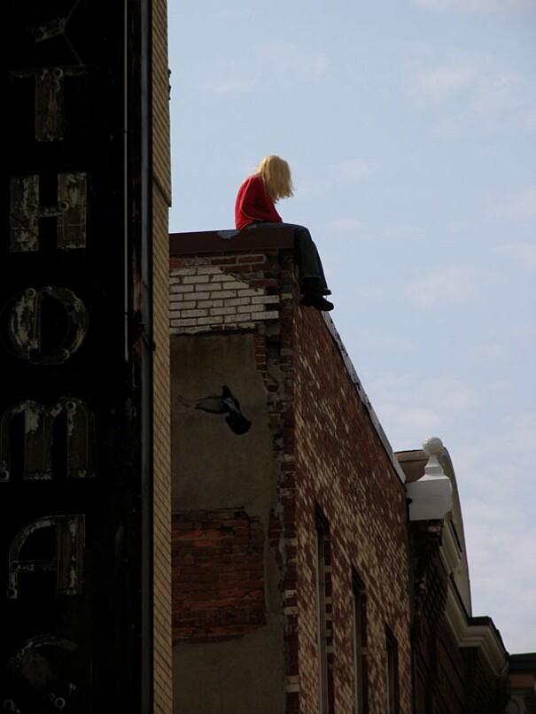 sculture-street-art-installazioni-mark-jenkins-25