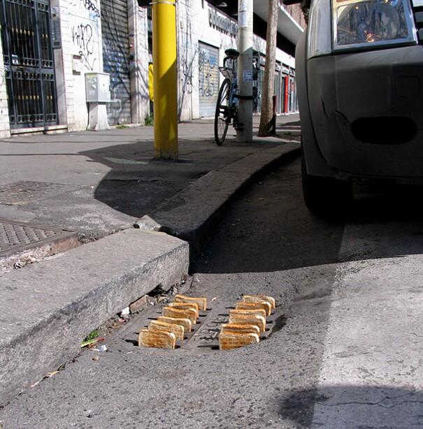 sculture-street-art-installazioni-mark-jenkins-26