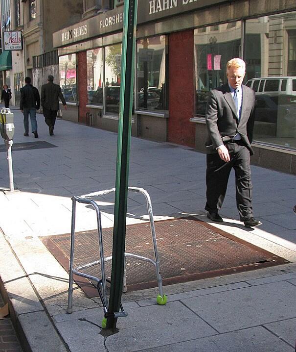sculture-street-art-installazioni-mark-jenkins-27
