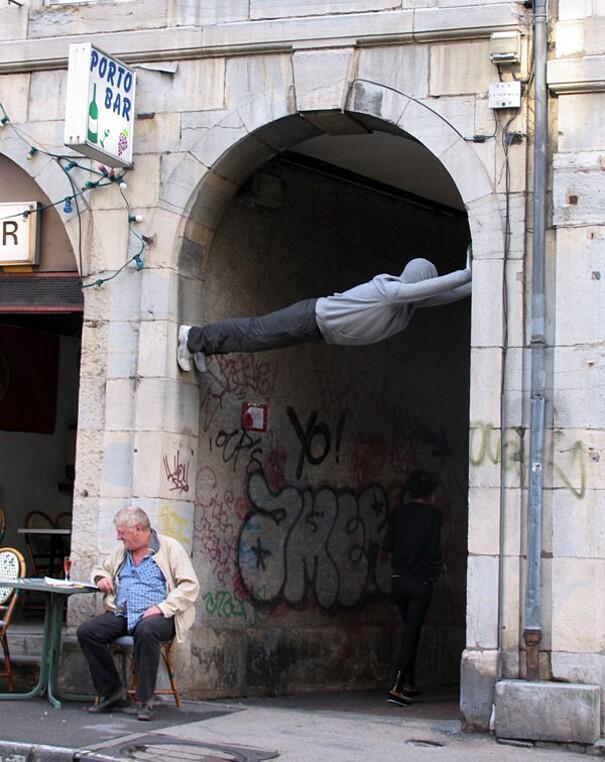 sculture-street-art-installazioni-mark-jenkins-28