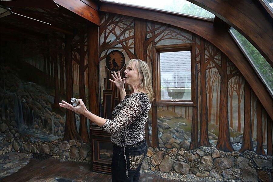 artista-decora-casa-mosaico-pietre-lauri-svedberg-02