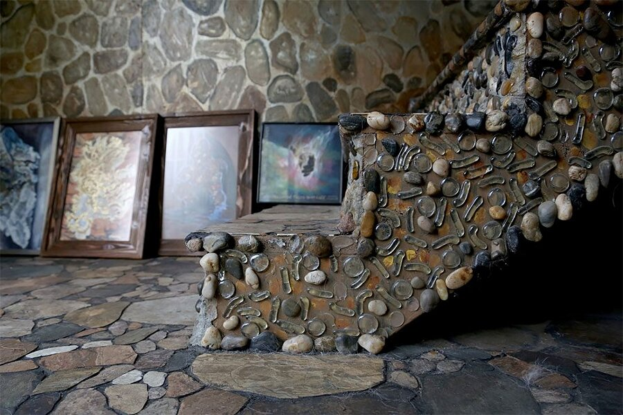 artista-decora-casa-mosaico-pietre-lauri-svedberg-04