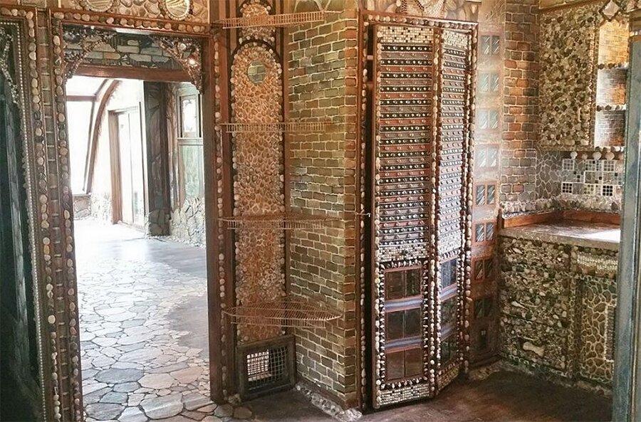artista-decora-casa-mosaico-pietre-lauri-svedberg-10