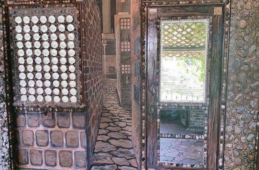 artista-decora-casa-mosaico-pietre-lauri-svedberg-11