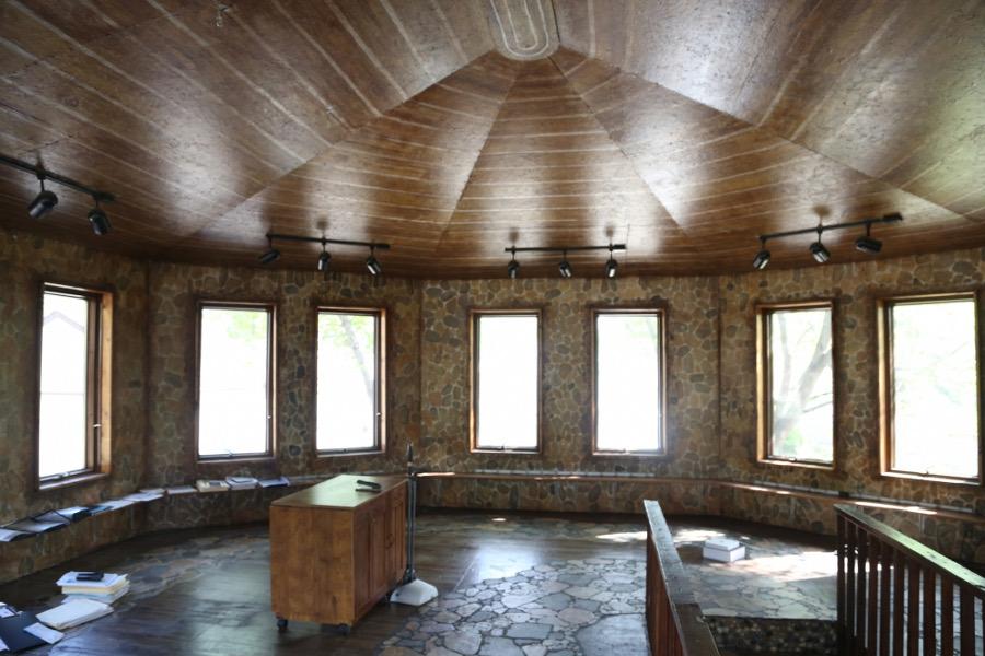 artista-decora-casa-mosaico-pietre-lauri-svedberg-12