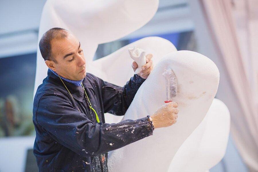 scultura-mani-biennale-venezia-lorenzo-quinn-support-7