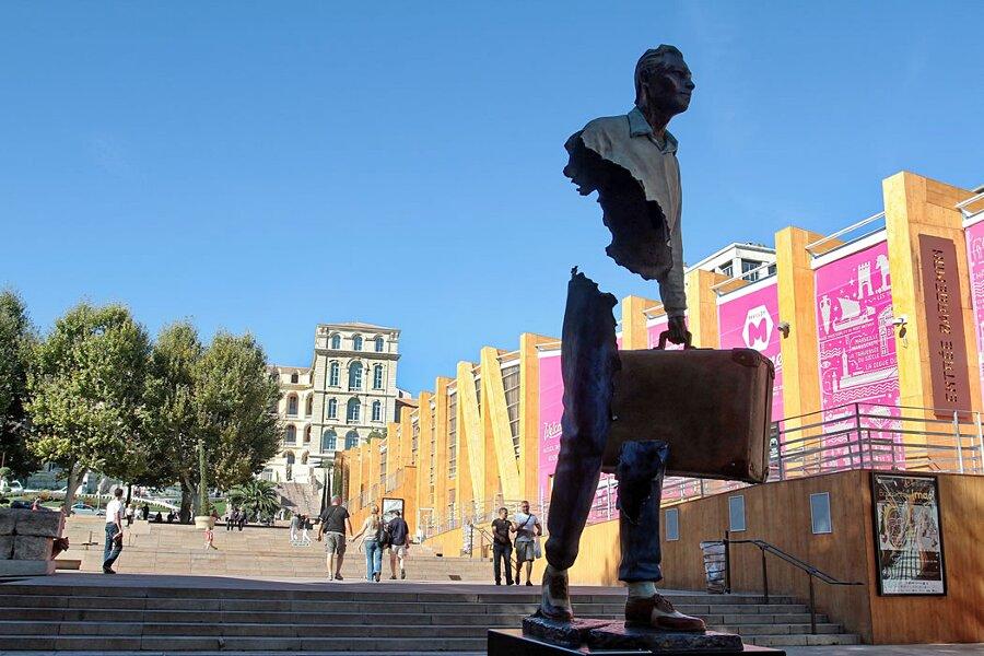sculture-bronzo-voyageurs-bruno-catalano-4
