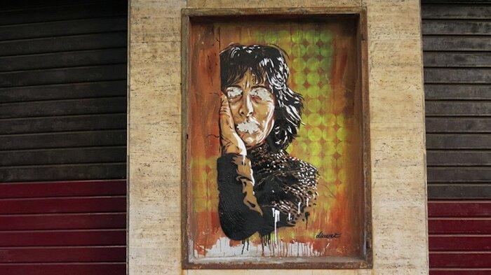 """Street Art Roma - David Diavù Vecchiato, ritratto di Anna Magnani in """"5 Melting Icons"""", via dell'Acqua Bullicante"""