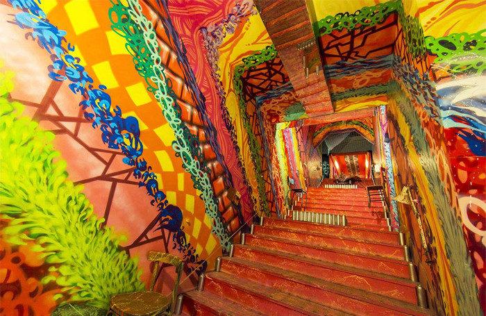 Ecco cosa succede quando 100 artisti vengono invitati a dipingere un intero edificio scolastico