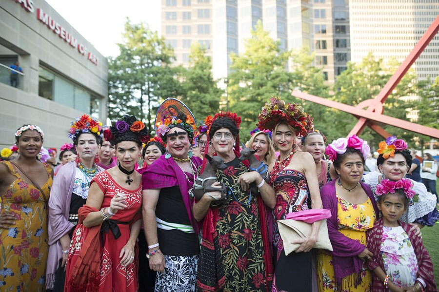 5000 Persone Vestite Come Frida Kahlo Dallas Museum of Art