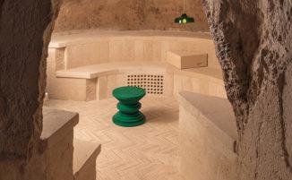 Una bellissima enoteca sotterranea dentro un'antica grotta di Matera