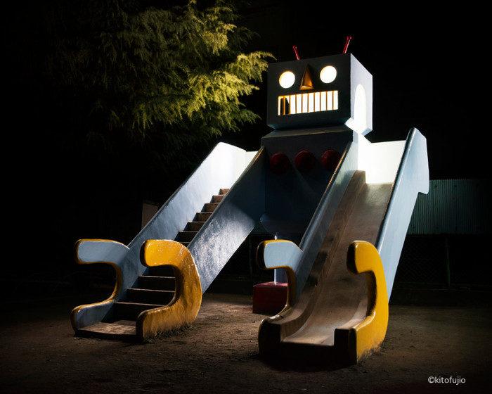 Gli inquietanti parchi giochi giapponesi del fotografo Kito Fujio