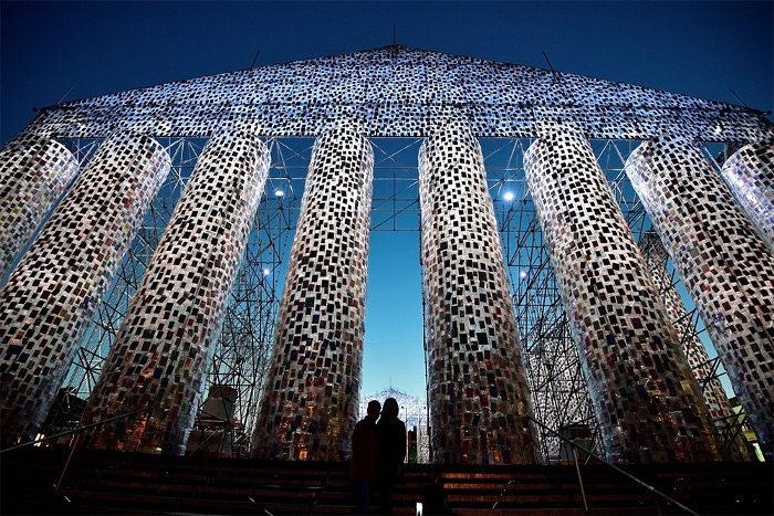 In Germania una replica del Partenone realizzata con 100.000 libri vietati, contro la censura