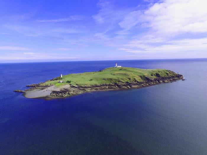 In vendita una bellissima isola scozzese con cottage annesso, a soli 360 mila euro