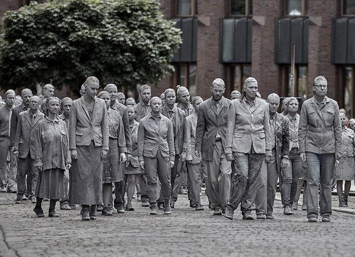 L'arte diventa protesta: 1000 figure spettrali marciano in segno di contestazione in occasione del G20