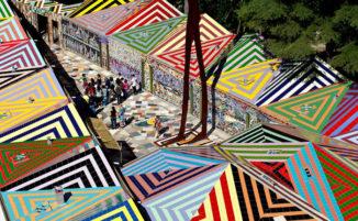 Mosaici ed opere monumentali danno vita ad un museo d'arte contemporanea a cielo aperto nel cuore della Calabria