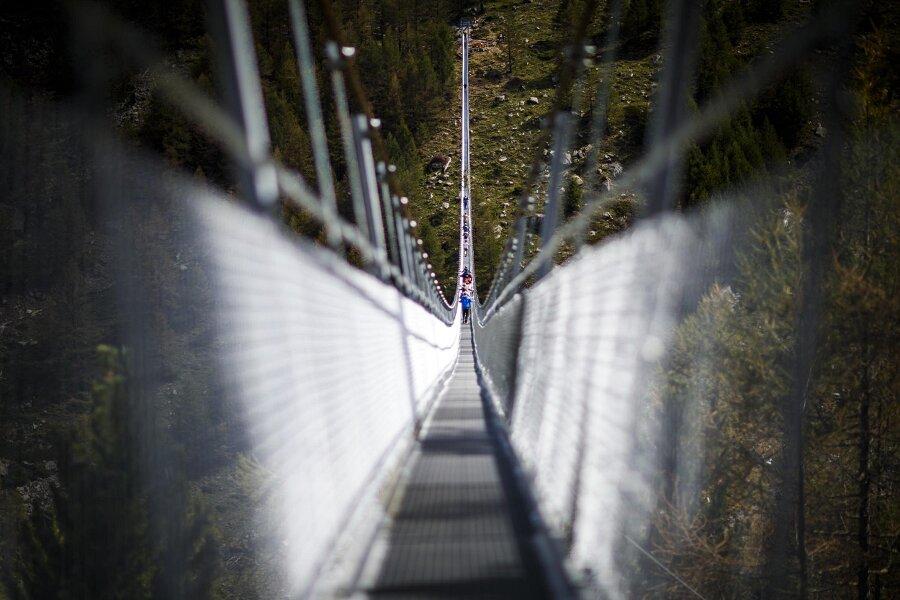 Ponte Pedonale Sospeso Più Lungo Mondo Svizzera