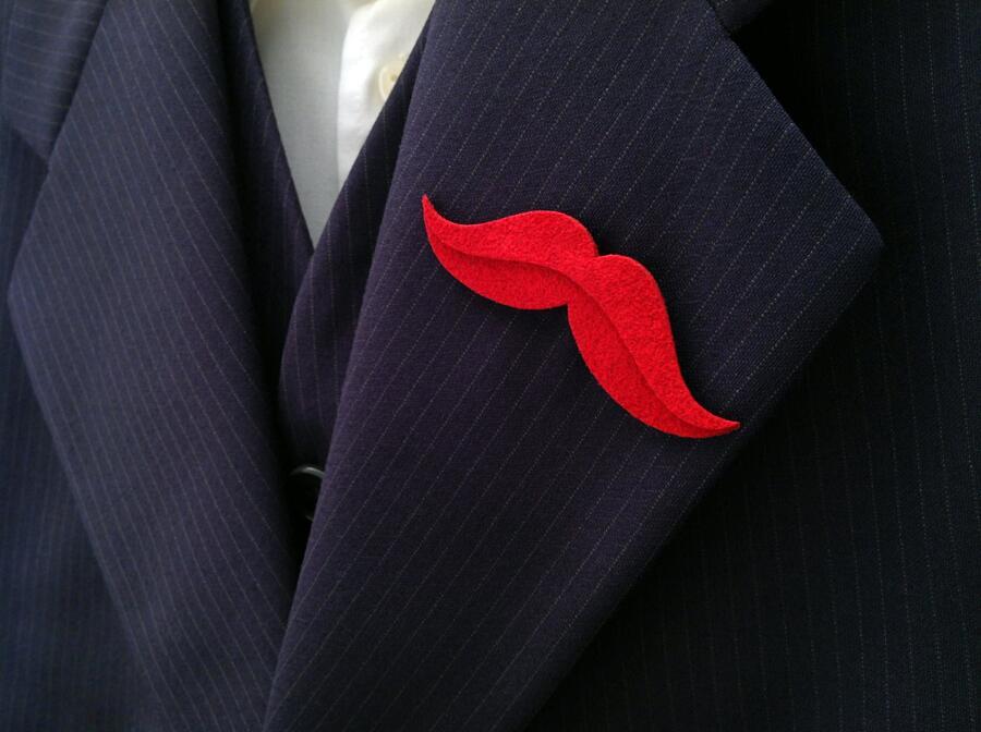 Spille da giacca, bracciali in pietre dure, gemelli per l'outfit maschile