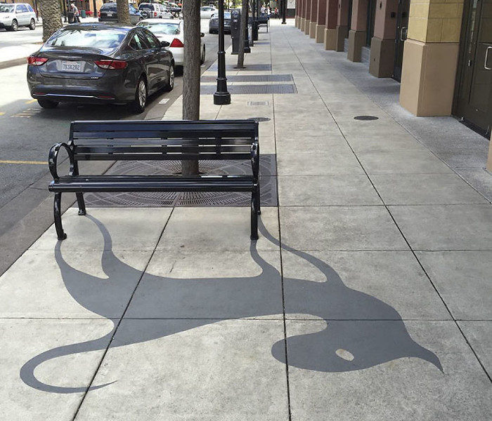 Artista aggiunge divertenti ombre ad oggetti di strada