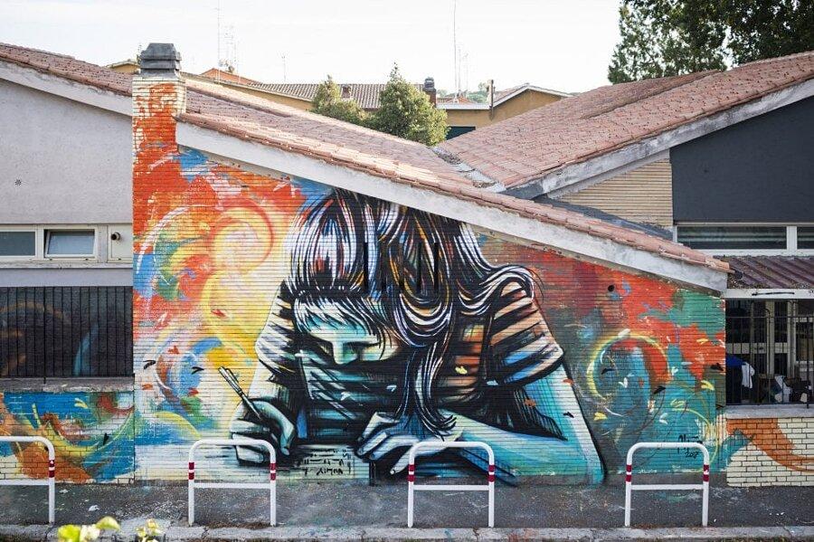 Murale Poetessa Bambina Raffaella La Crociera Alice Pasquini Casal Bernocchi Roma